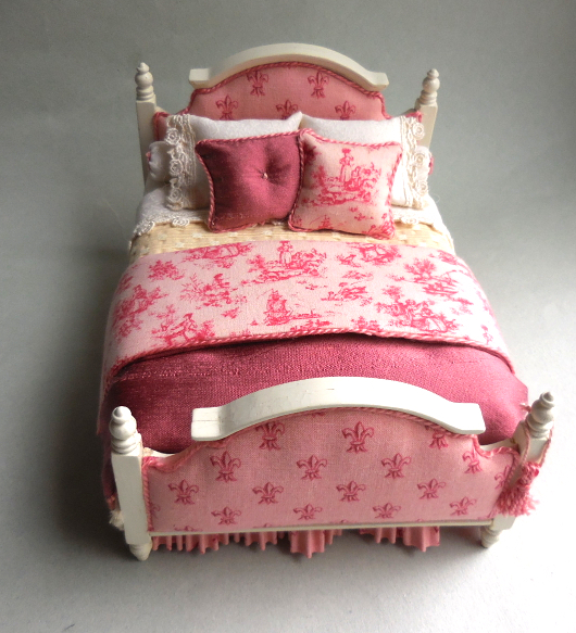 PINK PETITE TOILE BED