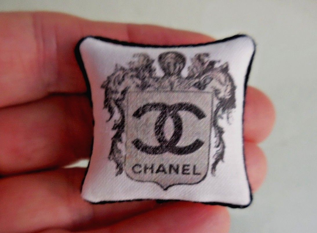 CHANNEL PILLOW