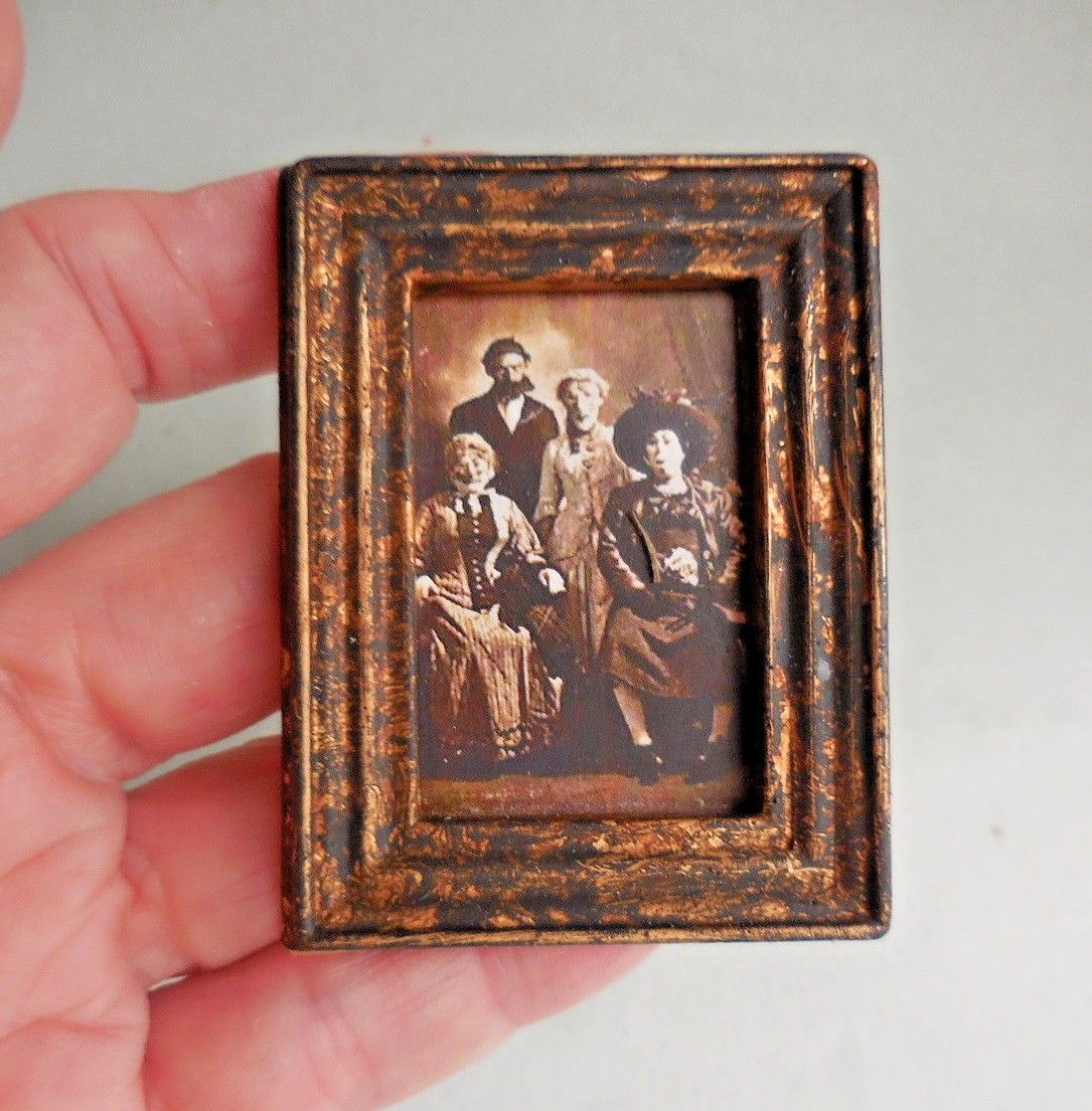 HALLOWEEN FAMILY IN ANTIQUED  FRAME