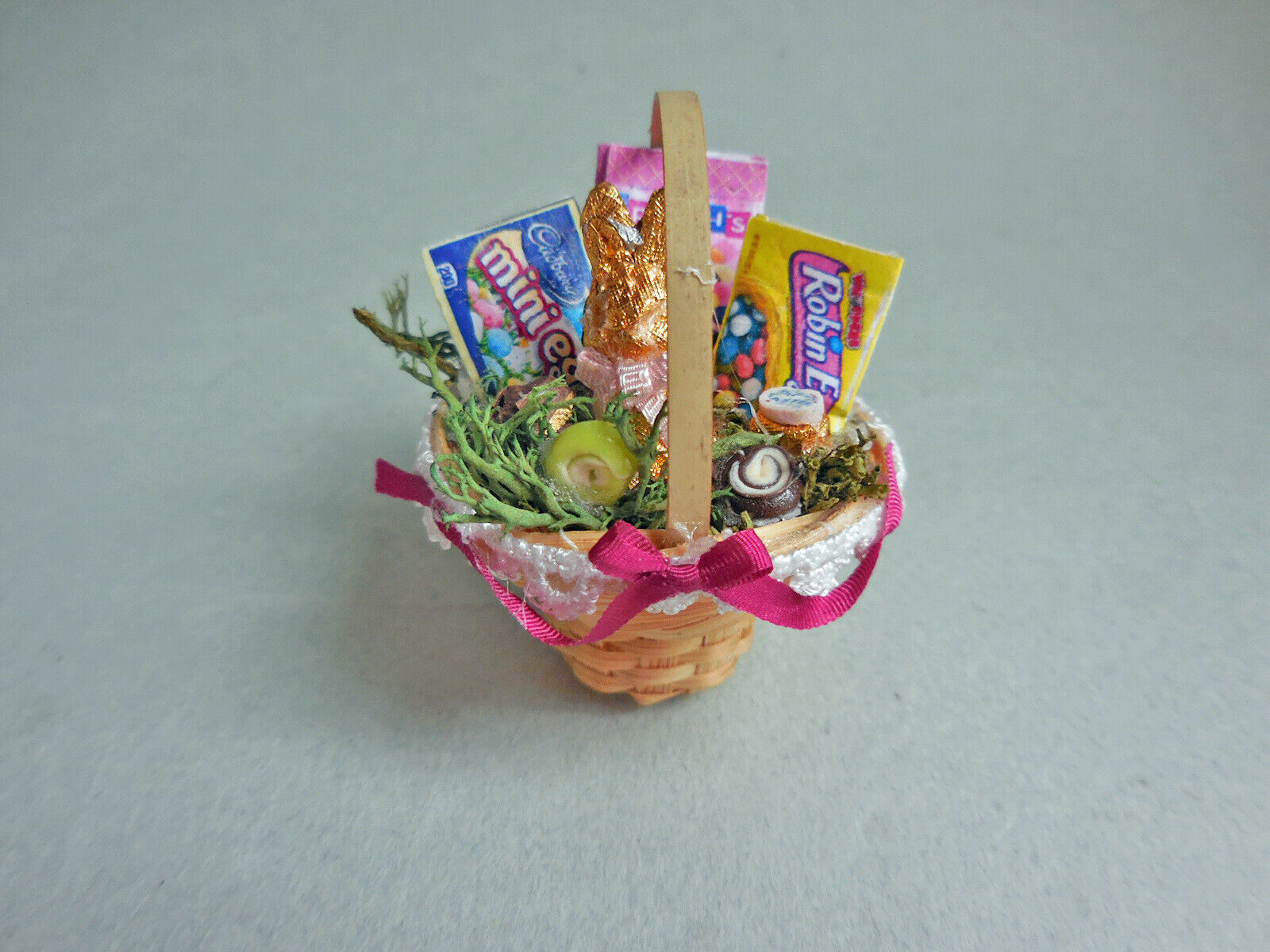 LACE TRIMMED EASTER BASKET