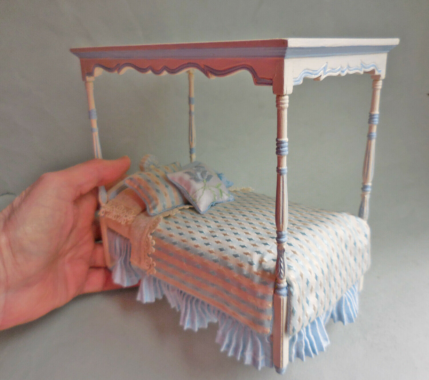 PAINTED CANOPY BED / BLUE SILK