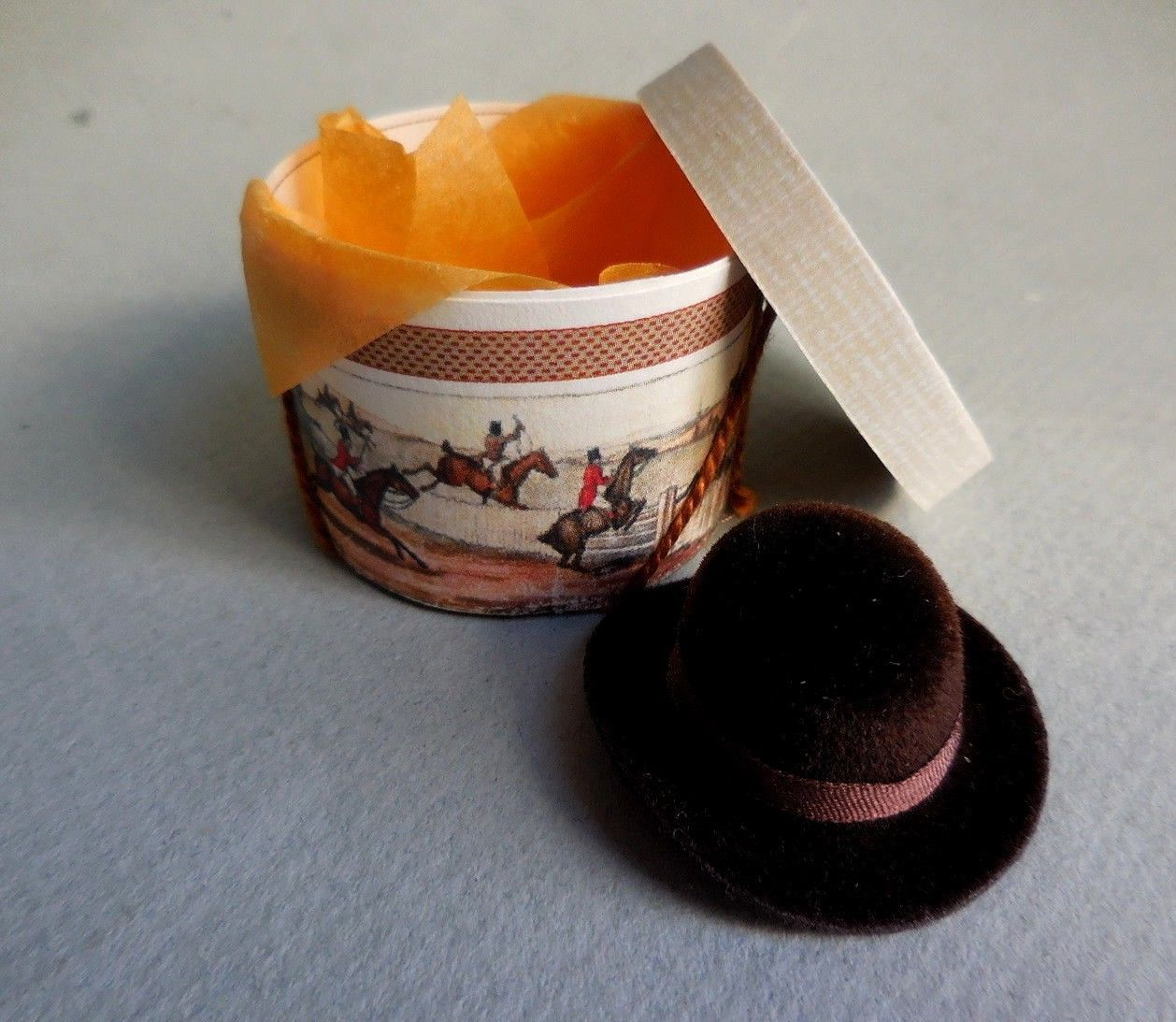 FOX HUNT HATBOX & BROWN DERBY