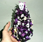 SKELETON & SKULLS  LIGHTED HALLOWEEN TREE