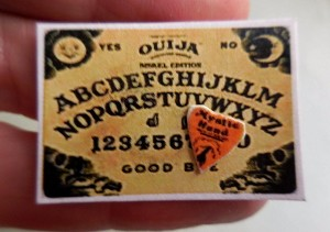 OUIJA BOARD WITH POINTER